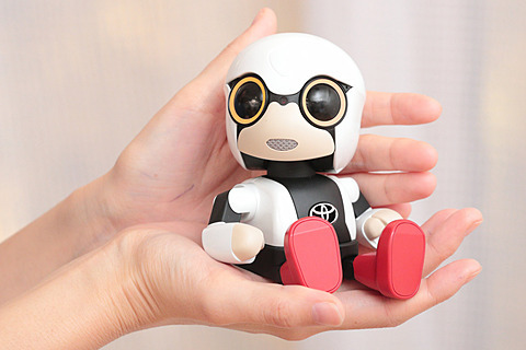 丰田推出迷你机器人KIROBO mini 只有手掌大小
