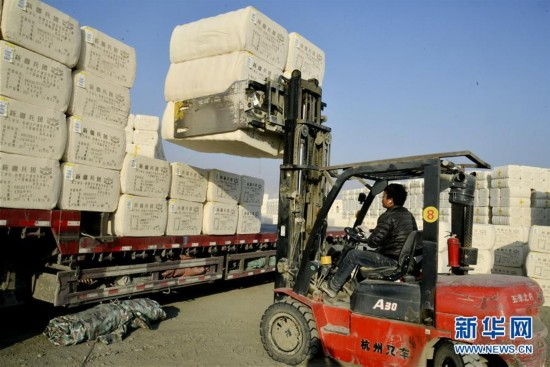 #(经济)(2)新疆铁门关:10万吨公检皮棉陆续装车外运