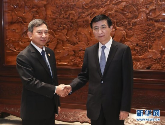 (时政)王沪宁会见泰国副总理巴金