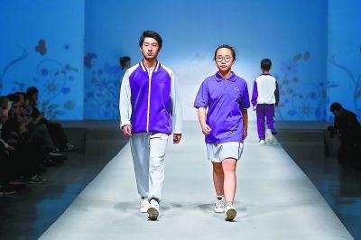 北京中小学校服主打赤青白灰色调 最能代表北京 又符合孩子们的审美