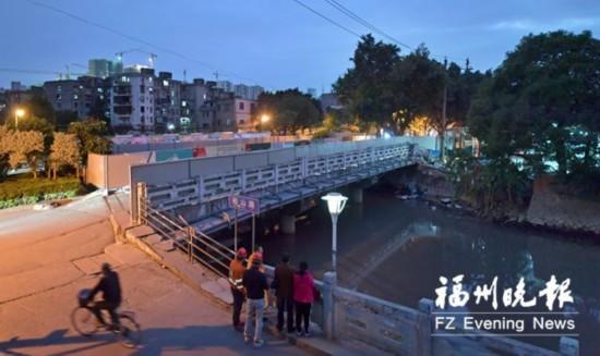 福州地铁成功穿越凤坂河桥 距离桥桩最窄处仅余0.25米