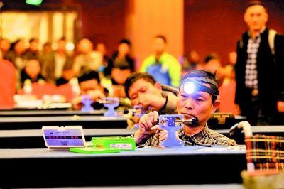 武汉推行开锁业名录制 首批249人报考警方备案认证锁匠