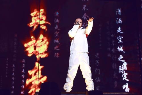 《中国有嘻哈》冠军gai霸气亮相