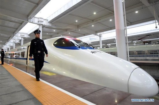 High-speed trains linking Xi'an and Chongqing begin operation