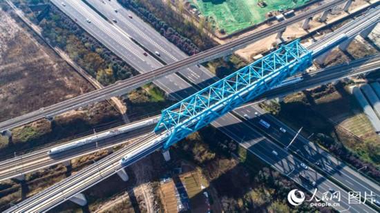 西成高铁全线贯通 西安至成都仅需三个半小时【5】