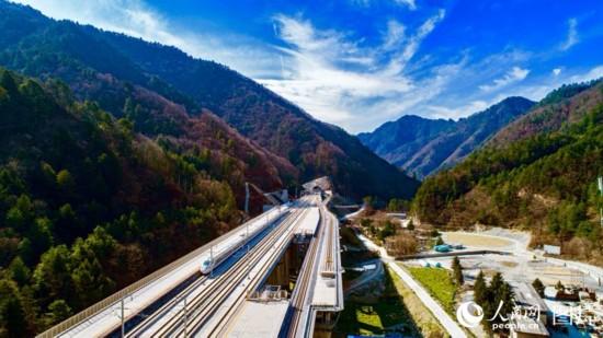西成高铁全线贯通 西安至成都仅需三个半小时【9】