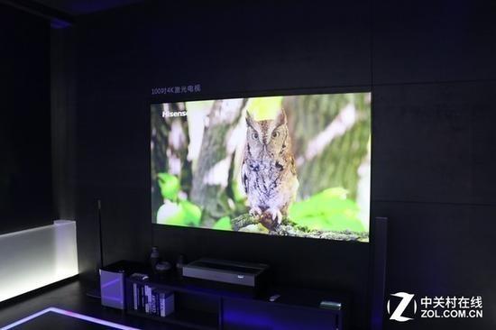 激光电视摆在桌上就可以使用