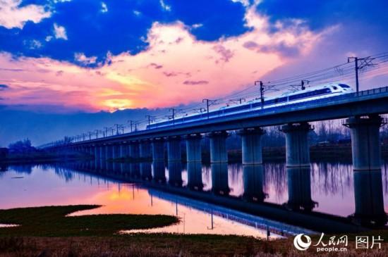 西成高铁全线贯通 西安至成都仅需三个半小时【2】