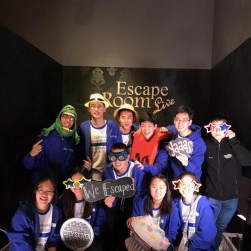 中国侨网西门子科学奖全国总决赛入围者大部分为华人学生,部分选手在决赛公布前一天玩密室逃脱游戏。(美国《世界日报》西门子基金会提供)