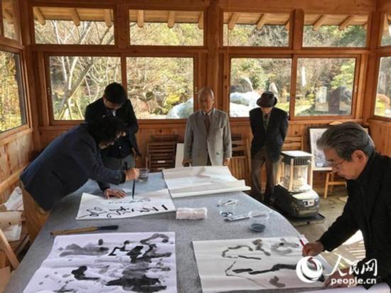 中日艺术家在日本石庭园举办创作展