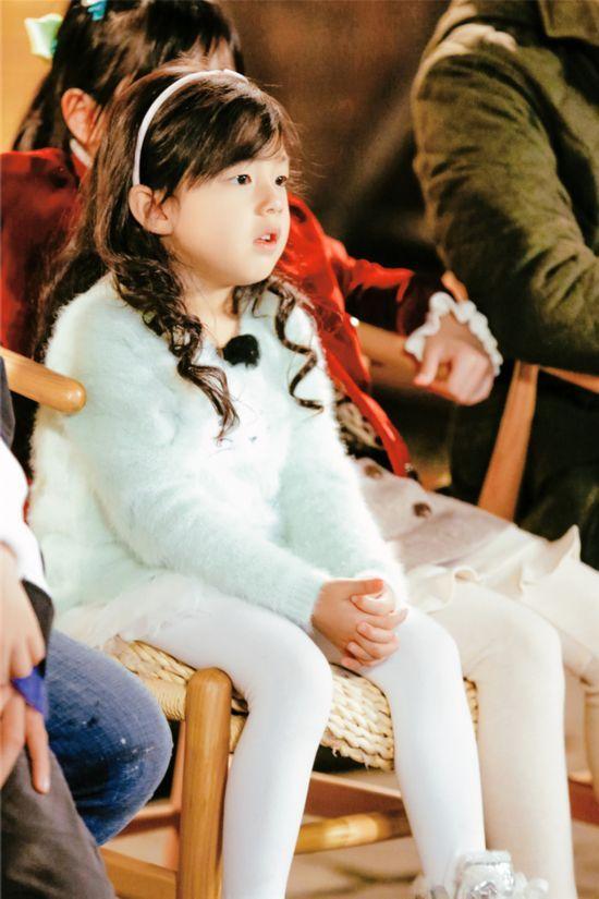 《爸爸5》收官neinei小泡芙同挤一椅难舍难分