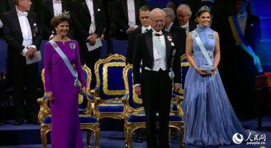 瑞典国王卡尔十六世·古斯塔夫,王后希尔维亚,王储维多利亚公主入场。