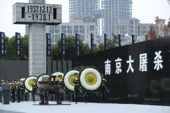 这是12月13日拍摄的南京大屠杀死难者国家公祭仪式现场。 新华社记者庞兴雷摄