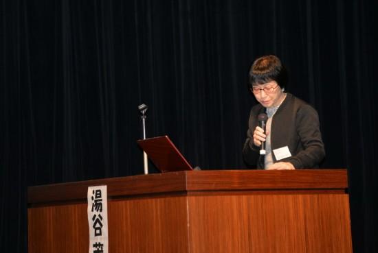 2017年11月26日,南京大屠杀历史学者松冈环在日本大阪举行的南京大屠杀80周年纪念活动中发言。新华社记者王可佳摄