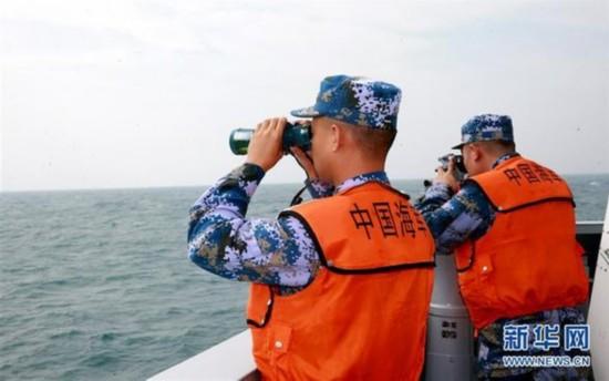 (图文互动)(2)驻港部队出动海空编队参加香港海上空难搜救演练