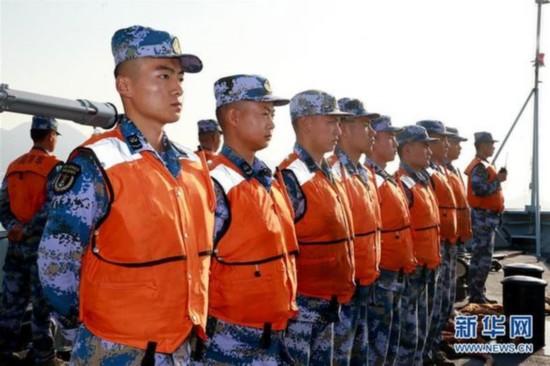 驻港部队出动海空编队参加香港海上空难搜救演练