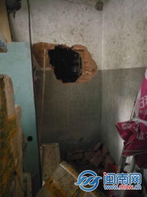 螺丝刀挖墙两小时 男子钻洞偷走泉州一食杂店万余元香烟
