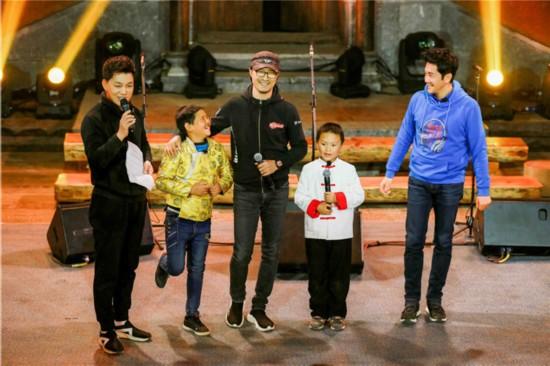 《让世界听见》合唱团获雷佳邀约参加国际赛事