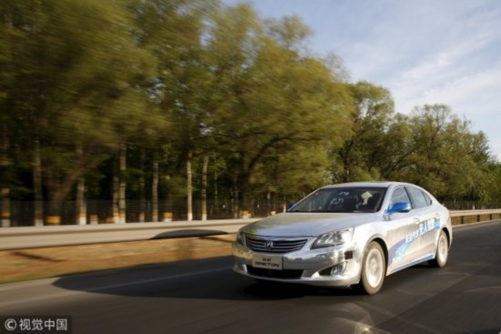 A Changan Automobile's self-driving car is seen during a test drive on a highway in Beijing, April 16, 2016.  [File Photo: VCG]