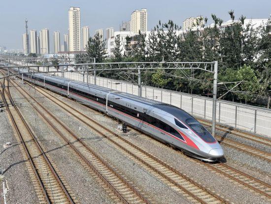 """G1次""""复兴号""""列车驶出北京南站(9月21日摄).""""复兴号""""以350"""