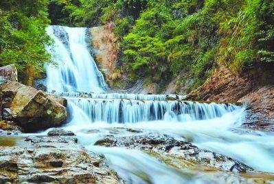 三漈潭森林公园的瀑布图片