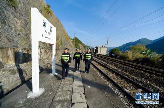 铁路巡线保安全