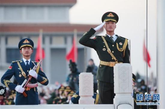 (社会)(4)人民解放军首次执行天安门广场升国旗任务