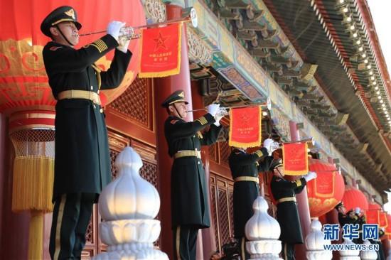 (社会)(5)人民解放军首次执行天安门广场升国旗任务