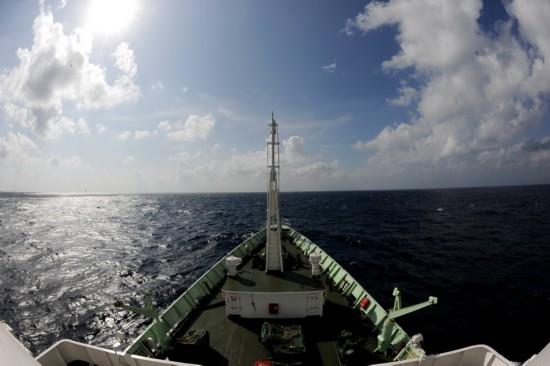 """1月1日,""""实验3""""号在南海航行。新华社记者 张建松 摄"""
