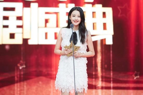 国剧盛典孙怡甜美亮相 获年度新晋女演员