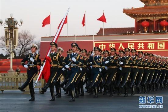 (社会)(3)人民解放军首次执行天安门广场升国旗任务