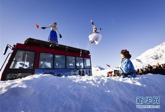 新疆举行首届禾木国际泼雪节