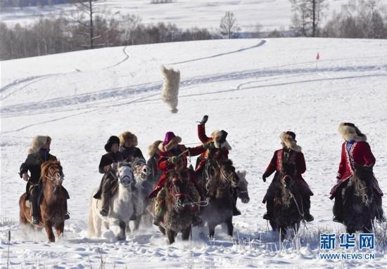 (社会)(3)新疆举行首届禾木国际泼雪节