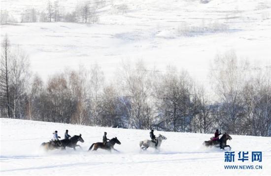 (社会)(2)新疆举行首届禾木国际泼雪节