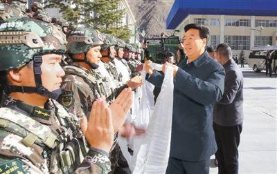 吴英杰看望慰问驻藏部队、武警和公安现役部队官兵