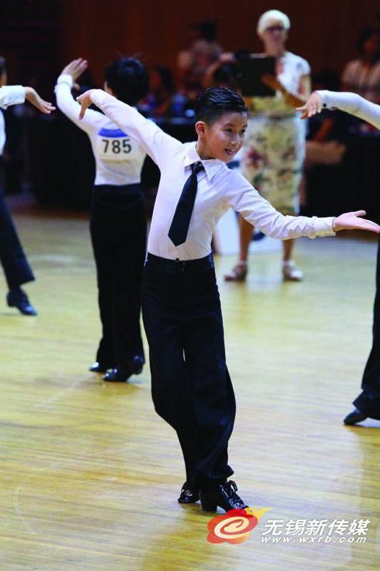 无锡男孩项天骐,2016年参加英国黑 池舞蹈节(上海站),获亚军。(资料图)