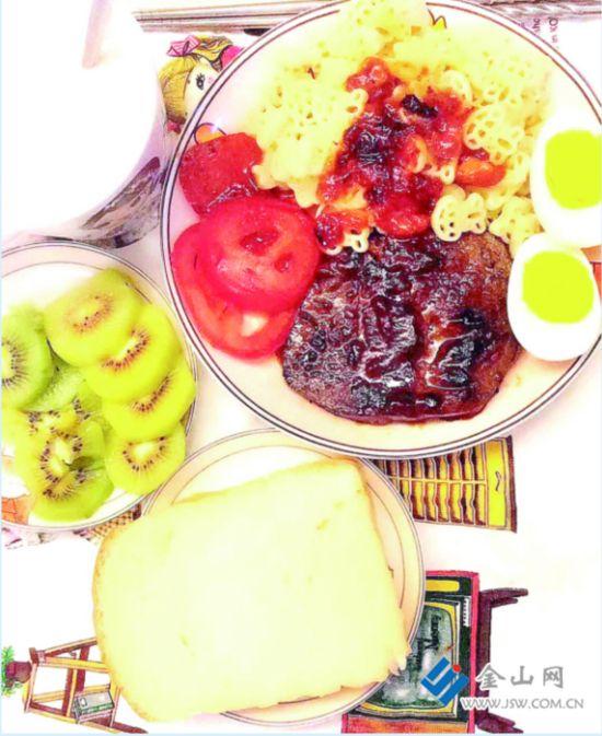 """镇江""""二孩妈""""每天做鲜艳早餐 美味唤醒女儿"""