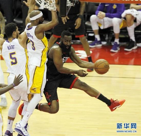 (体育)(1)篮球――NBA常规赛:火箭胜湖人