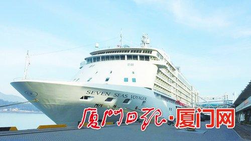 2018年首艘国际豪华邮轮靠泊厦门国际邮轮中心