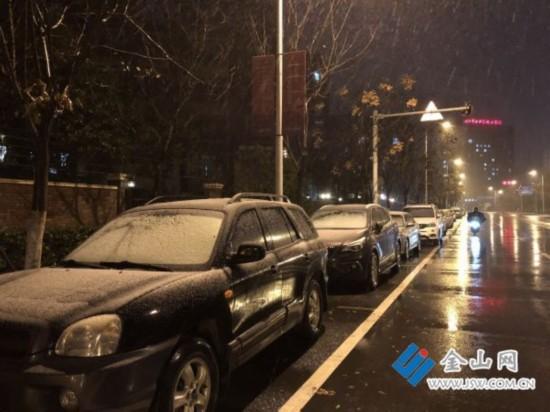 镇江迎来初雪 最大积雪深度在5-8毫米