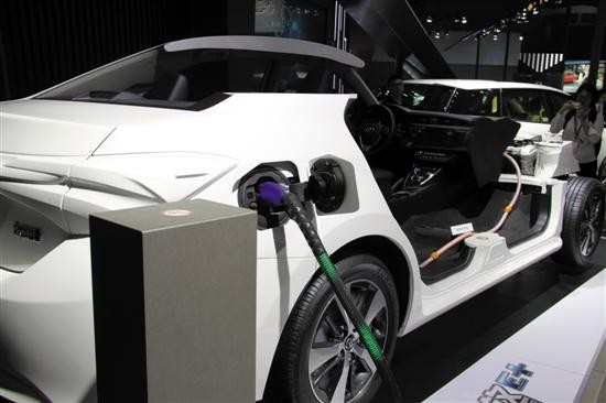 新能源车说爱不易 七成受访者称充电难