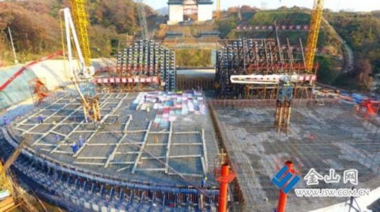 镇江长江大桥南锚碇混凝土浇筑过半 上半年完工