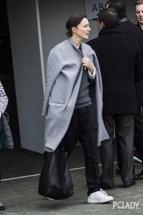 这位把平底鞋踩出气场的设计师凭什么被时装界所记住?