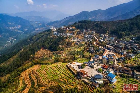 华安县新圩镇官畲村:感受三百年畲寨的文化传承