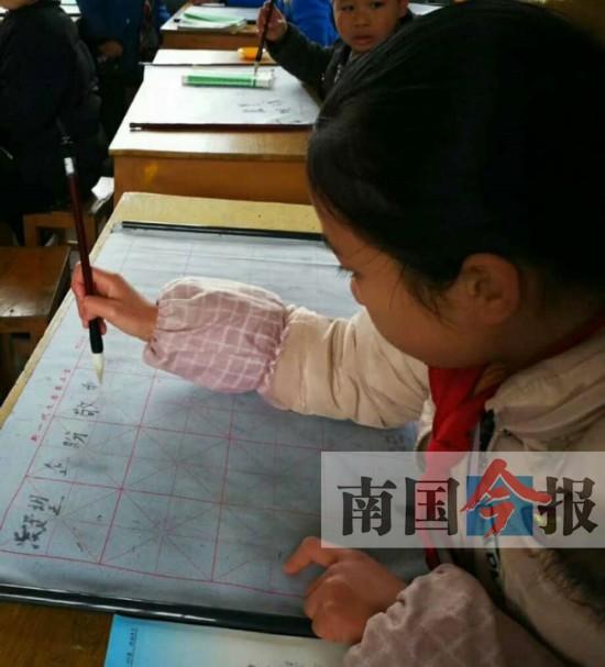 三江五年级山村女孩的家书 在家长群里化成催泪弹