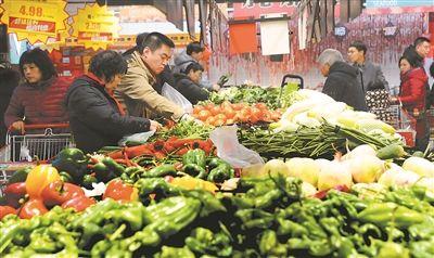 南京遭遇雨雪天气 菜场蔬菜备货充足价格上涨