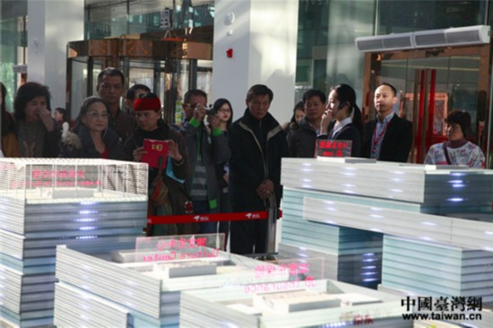 访团参观北京京东世纪贸易公司。(中国台湾网 郜利敏 摄)