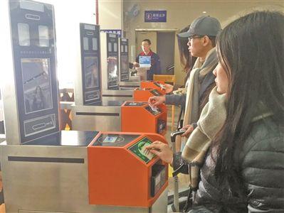 """bf必发彩票可靠吗:坐火车也要""""讲面子""""_""""刷脸""""进站只需2秒"""