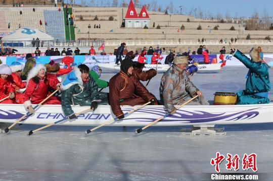 Participators compete in the first world ice dragon boat championship which kicked off on Wednesday in Dolon Nor, Xilingol League, north China's Inner Mongolia Autonomous Region. [Photo: Chinanews.com]