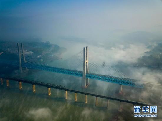 (经济)(5)世界首座双层六线钢桁梁铁路斜拉桥在渝落成